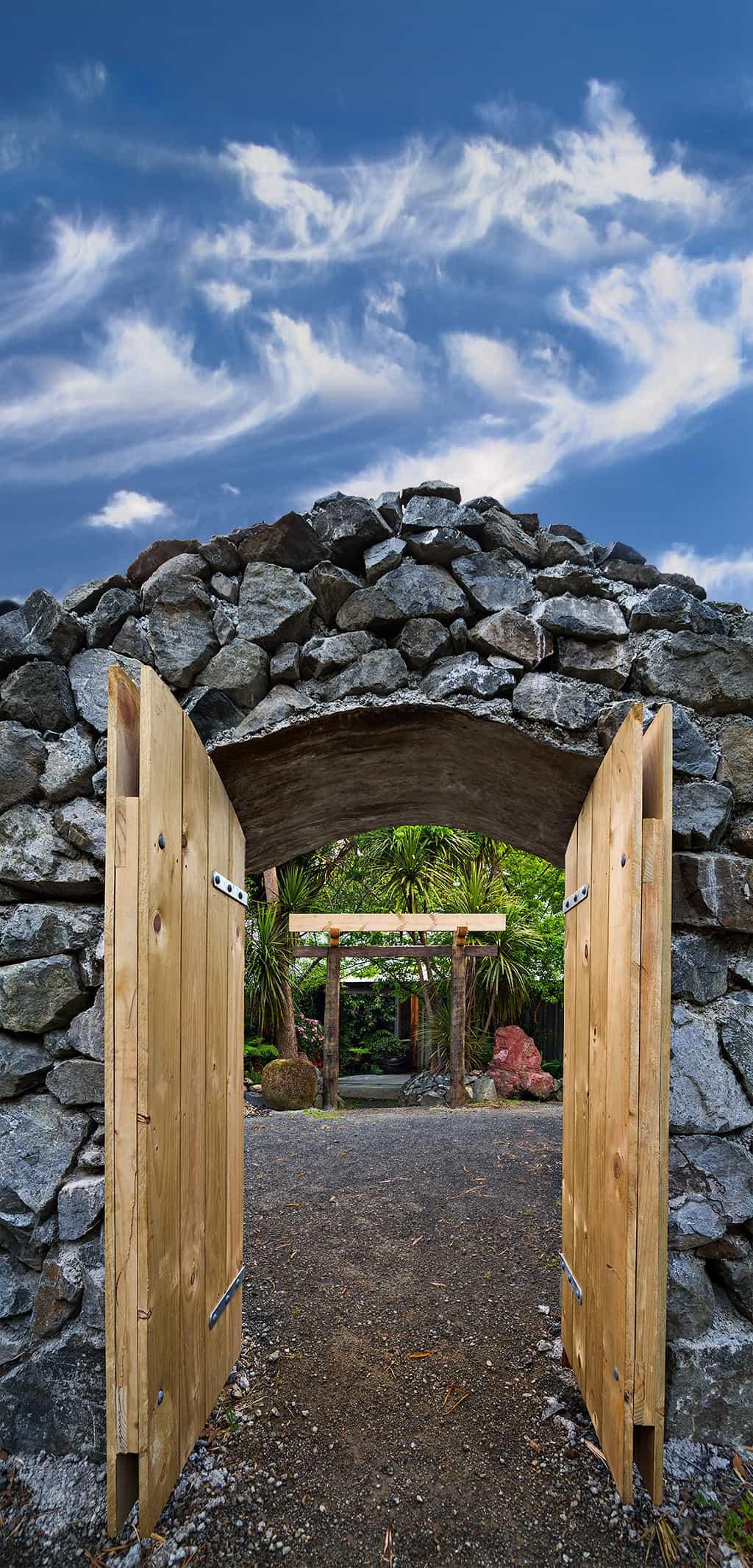 Advahoot Gate